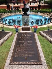 Grab von Elvis im Garten von Graceland