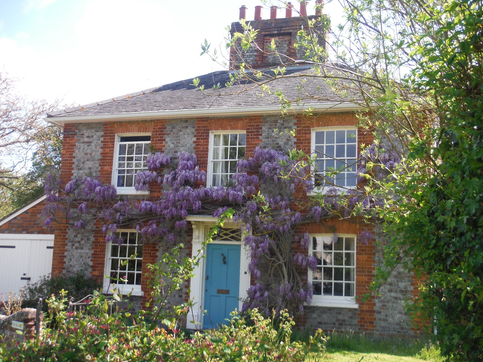 Wisteria-infested House, Moreton SWC Walk 190 - Thame Circular