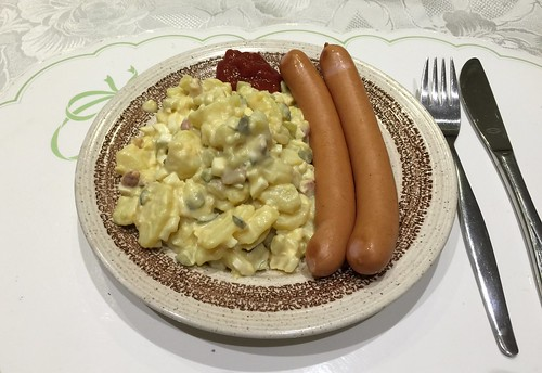 Sausages with potato salad / Wiener Würstchen mit Kartoffelsalat