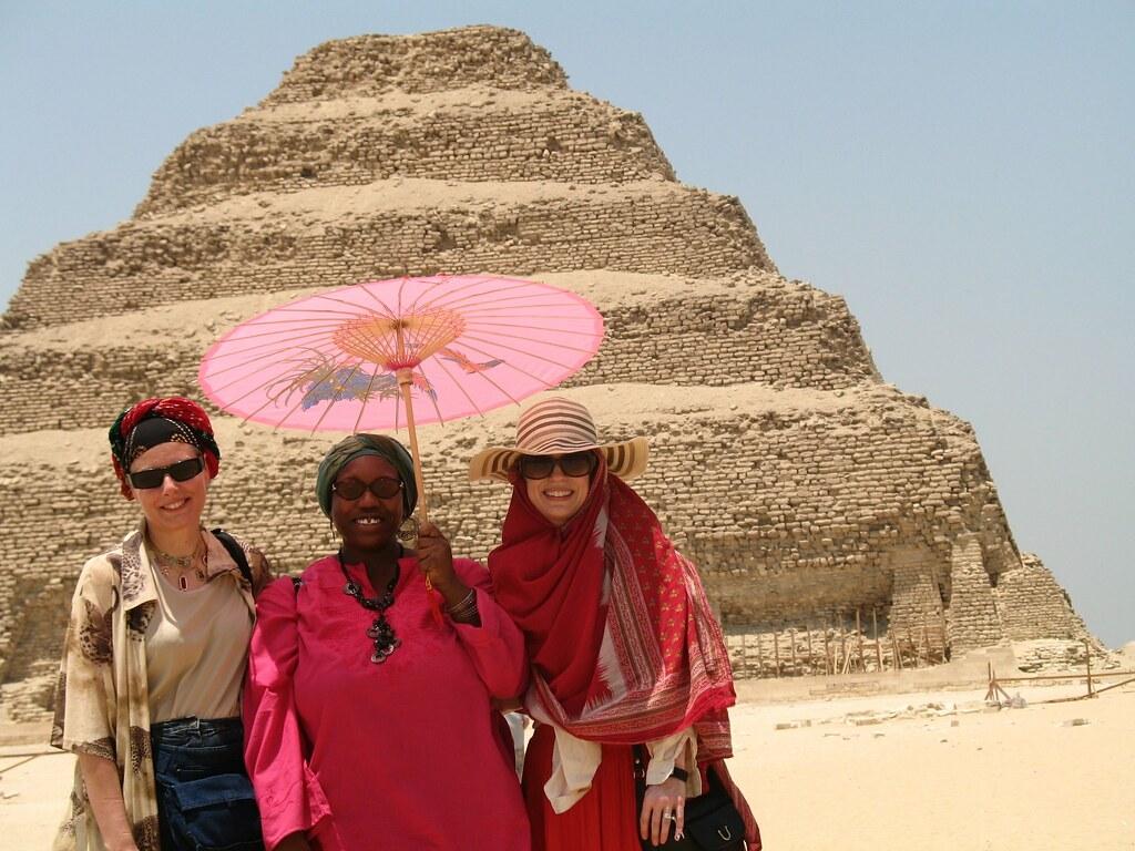 King Djozers pyramid Yasmin, Miasia, Samira