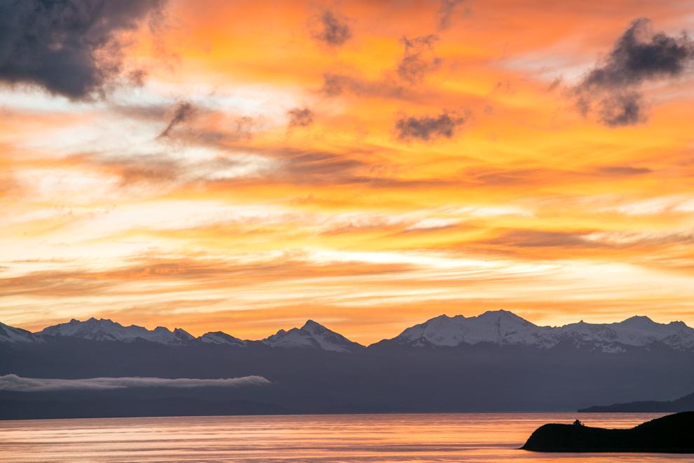 Un amanecer espectacular en la Isla del Sol, una de las islas que se encuentra a mayor altura del mundo, a unos 4000 metros sobre el nivel del mar. La isla en la época inca era un santuario con un templo con vírgenes dedicadas al dios Sol o Inti y de ahí su nombre. (Tetsu Espósito)