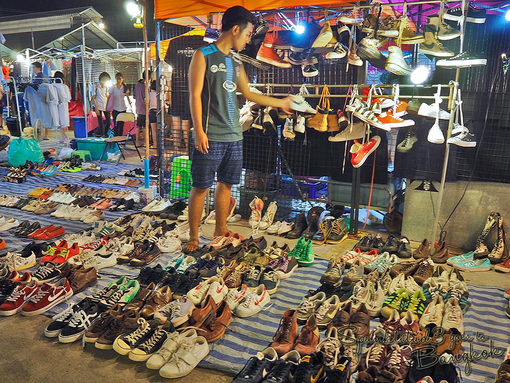 Rod Fai Market