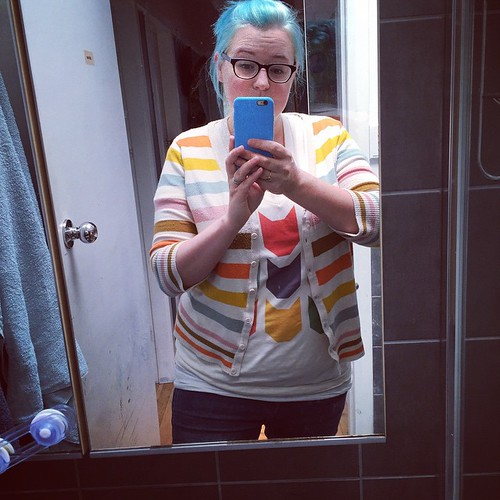 I am exceedingly pleased with how well this cute @patchworkthreads tee coordinated with my ModCloth cardi. Eeek!