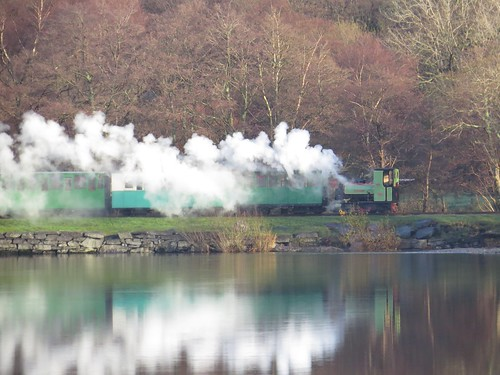 748 Llyn Padarn Train Reflections
