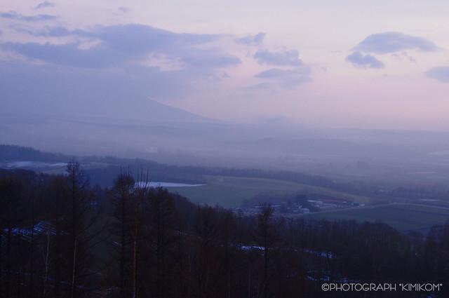 夕霧ただよう丘