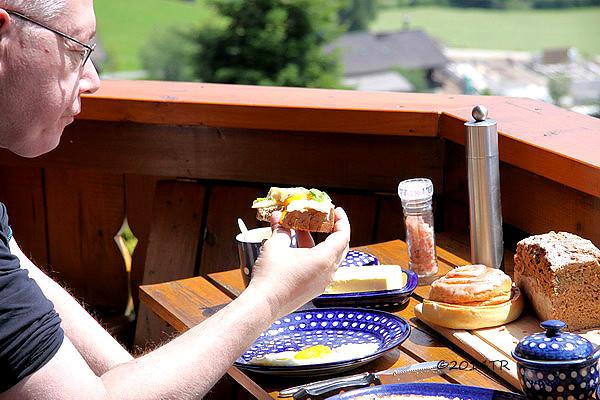 在須密頓山吃早餐-Austria-20140621
