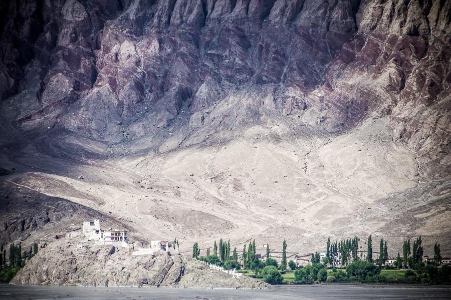 Монастырь на другом берегу. Долина Нубра, Ладакх © Kartzon Dream - авторские путешествия, авторские туры в Индию, тревел фото, тревел видео, фототуры