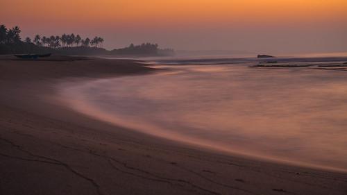 beach sunrise sri lanka marakolliya