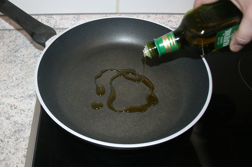 15 - Olivenöl erhitzen / Heat up olive oil