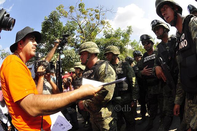 Tensión con militares en Ayutla de los Libres