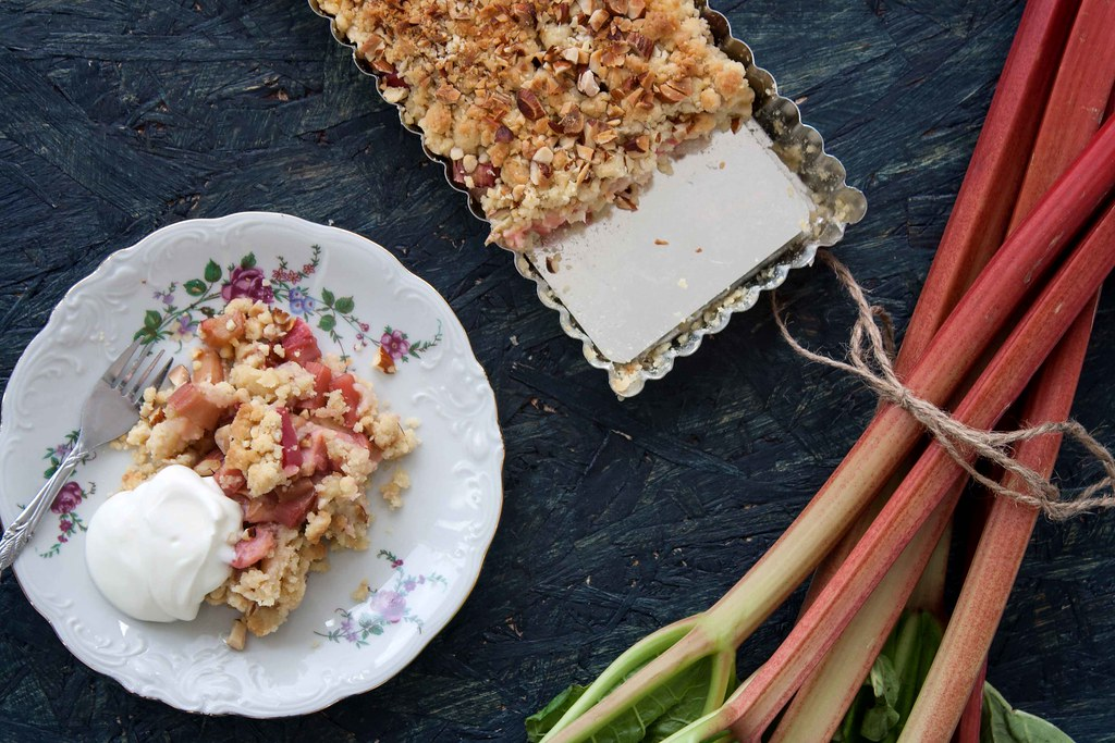 Recipe for Homemade Rhubarb Crumble Pie