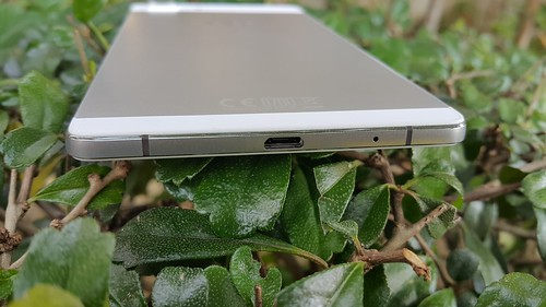 Oppo R5 ด้านล่าง