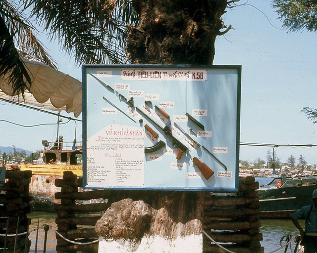 DA NANG 1966 - Captured Communist China's weapons