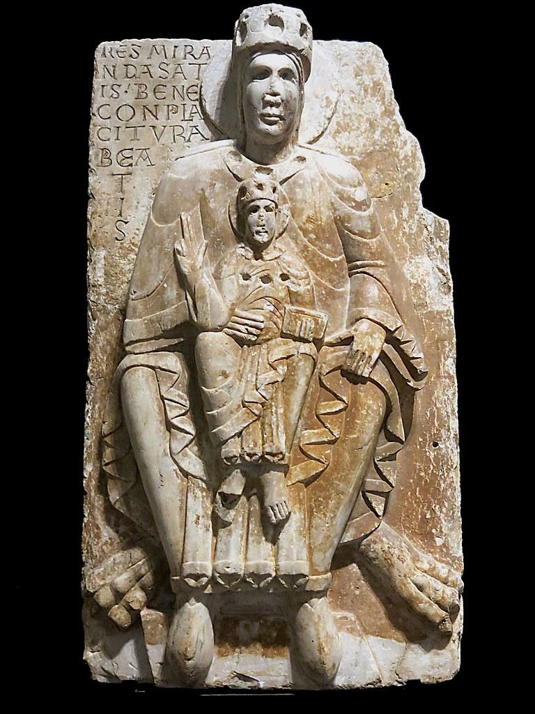 Virgen entronizada con Niño. Románico. s. XII