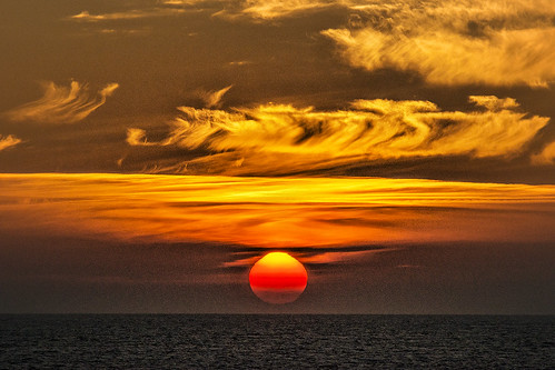 travel sunset norway circle boat ship arctic h hurtigruten