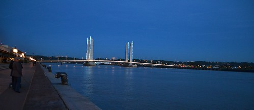 Bordeaux by night 08