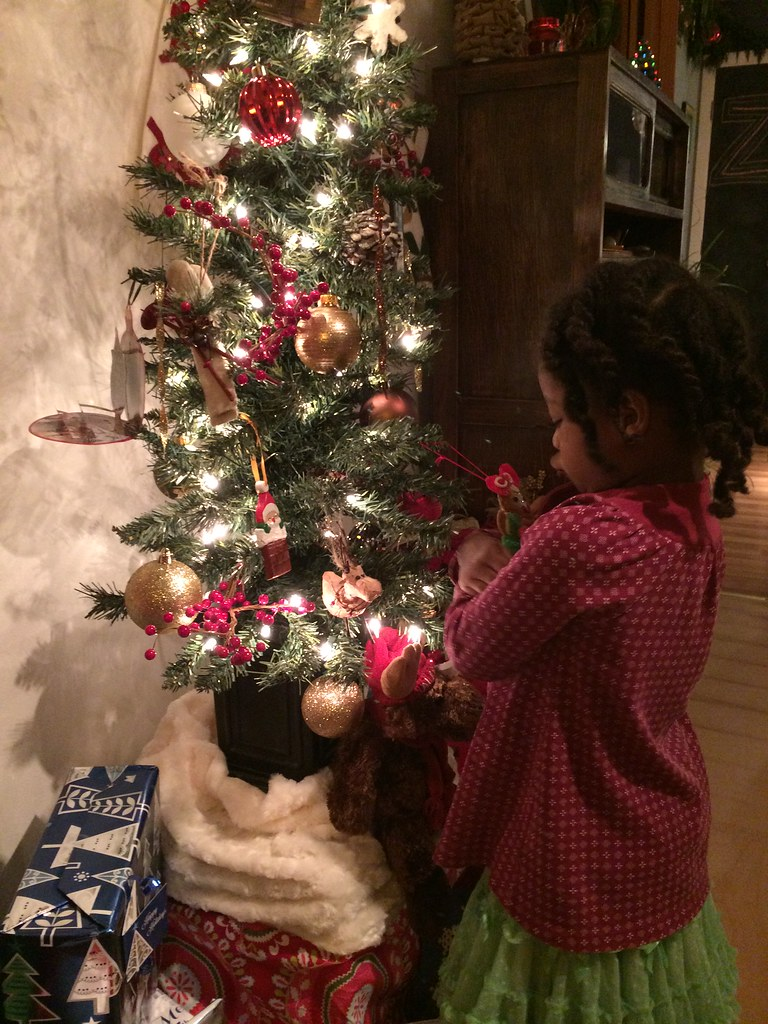 kissing her ornament