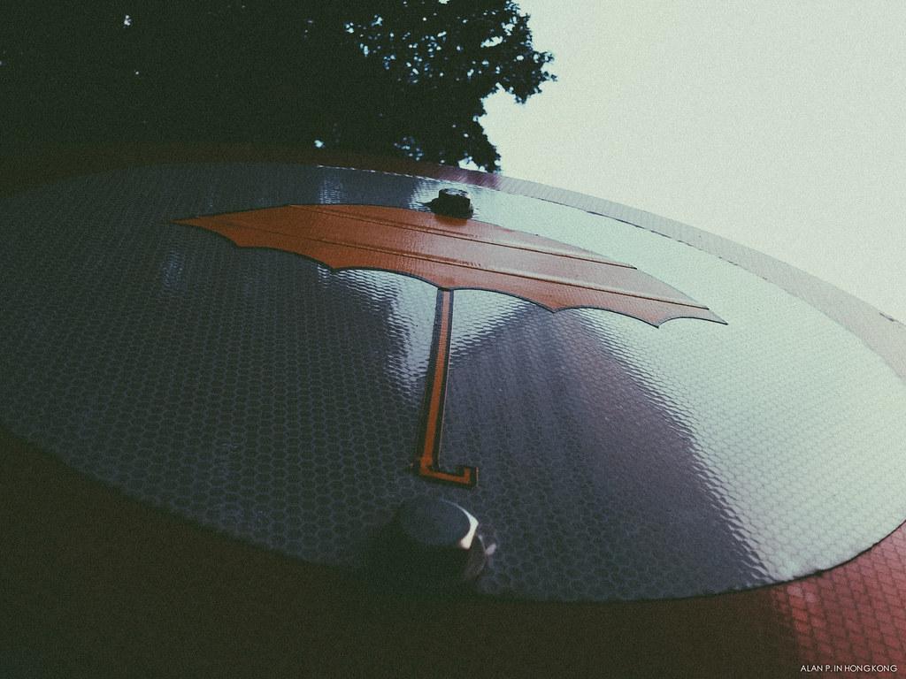 Sign of the yellow umbrella