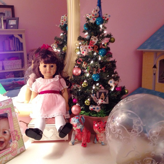 What I'm Doing Now... #widn tagged by @garaytreasures ... Just finished decorating Autumn's room for Christmas. Now, if only she would have put Samantha's plaid Christmas dress on for this photo 🎀 I just love her mini Christmas tree :evergreen_tree