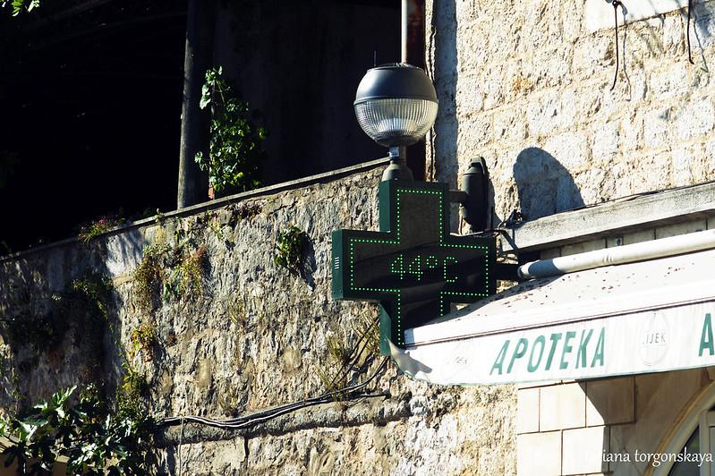 Термометр возле черногорской  аптеки