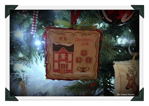Poinsettia House_Little House Needleworks