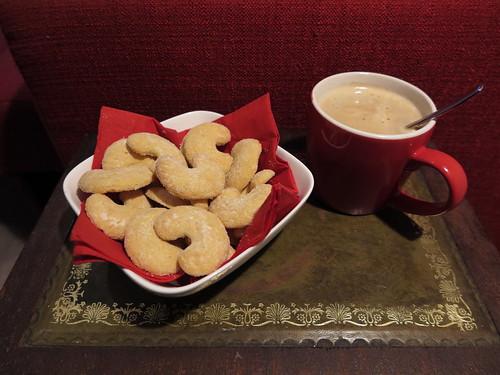 Vanillekipferl zum Milchkaffee