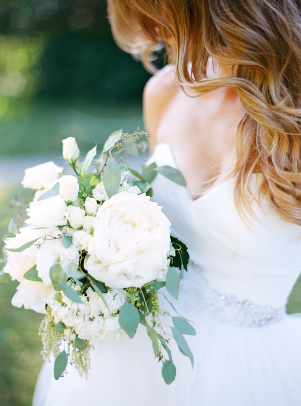 white-peony-wedding-bouquet-ideas1