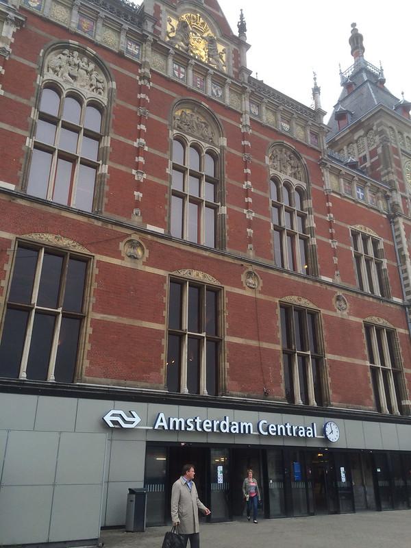 アムステルダム中央駅アップ