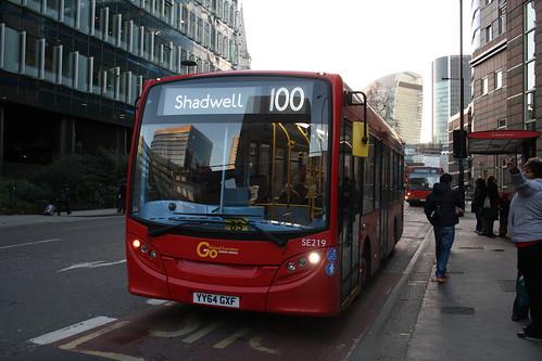 London General SE219 (YY64 GXF) on Route 100, Aldgate