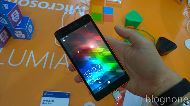 Lumia 535, front