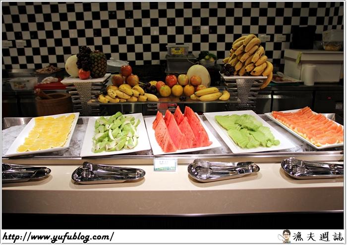 吃到飽 歐式自助餐 Buffet 五星級 飯店 凱薩 checkers 週末假日 帝王蟹 和牛 龍蝦 甜點