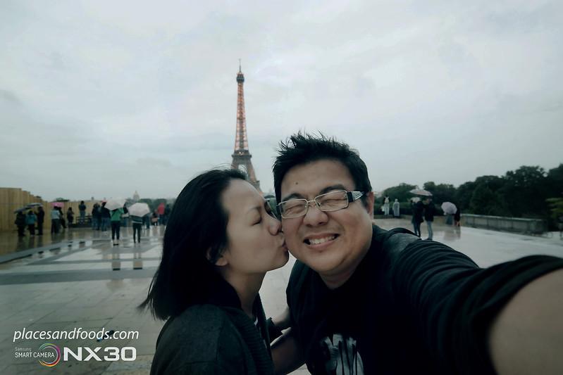 paris eiffel tower kiss