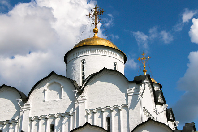 White cathedral in Convent of Intercession, Suzdal, Russia スズダリ、ポクロフスキー修道院の白亜の聖堂