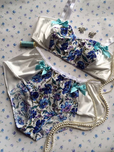 1Lucky Sew + Sew Blue Floral