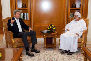 Secretary Kerry Holds Impromptu Bilateral Meeting With Oman Foreign Minister Alawi During Refueling Stop in Muscat