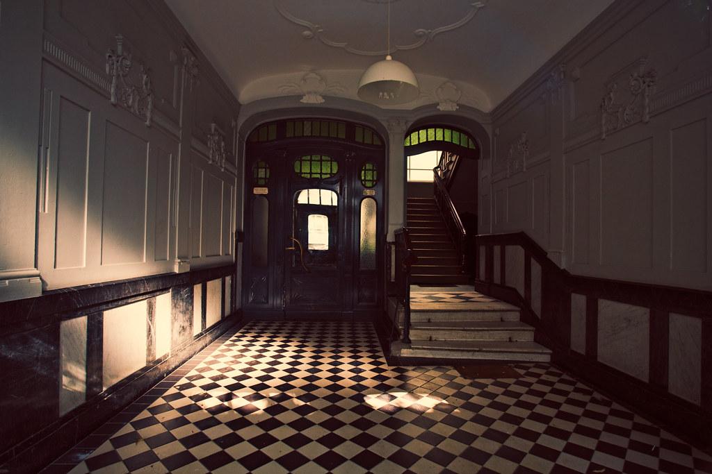 Berlin Hallways // Berliner Flure