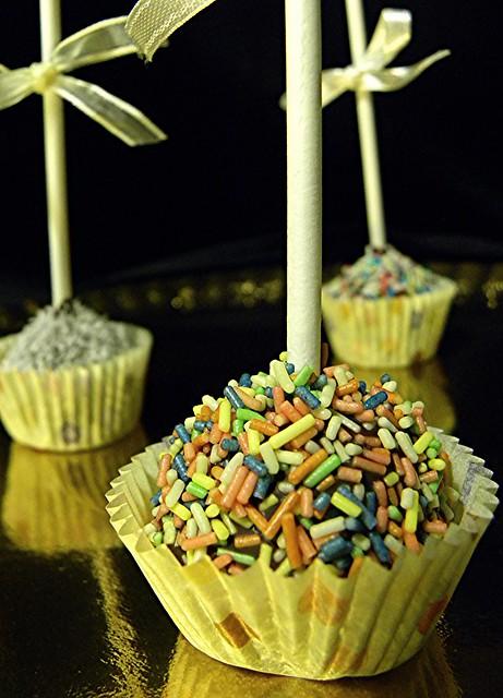 cake pops. piccoli, colorati, bellissimi cake pops.