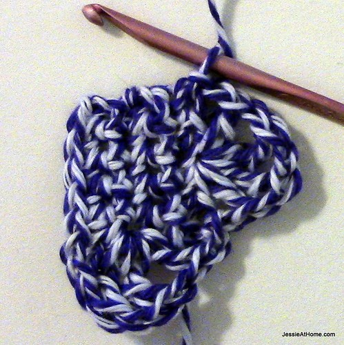 Small-Vintage-Heart-sl-st-to-finish-bumps