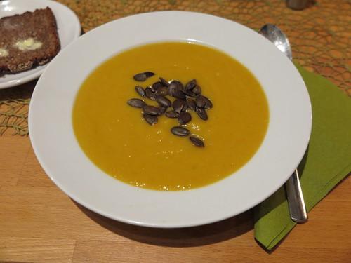 Butternut-Kürbis-Suppe mit Süßkartoffeln, Möhren und Zimt (aufgetaut)