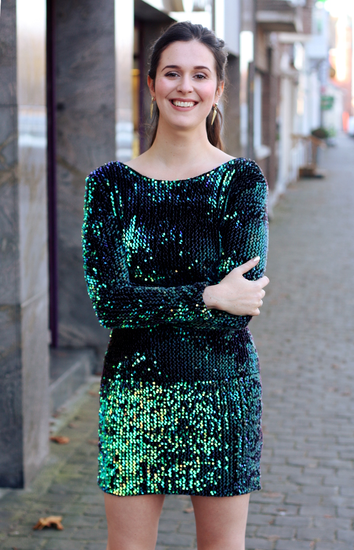Christmas Party Look in Green Sequins