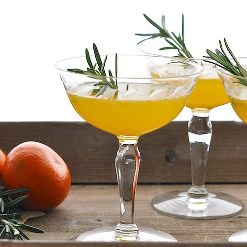 The Classy #Clementine #Cocktail with #StGermain liqueur is perfect for #holiday celebrations! @StGermainDrinks #feedfeed #FoodBlog #InstaFood @thefeedfeed #tastegrams #foodgawker #epicurious #recipe here:  http://www.greenthumbwhiteapron.com/the-classy-c