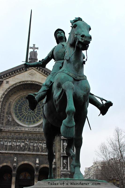 PARIS - Place Saint-Augustin - Église Saint-Augustin / Statue équestre de Jeanne d'Arc