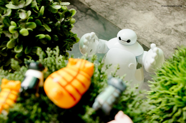 Big Hero 6 Baymax saving kittens trapped on a tree
