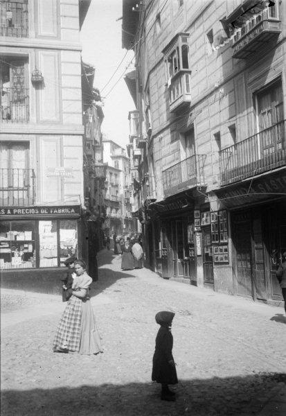 Plaza de las Cuatro Calles en 1899. Fotografía de René Ancely © Marc Ancely, signatura ANCELY_1899_2540_2544