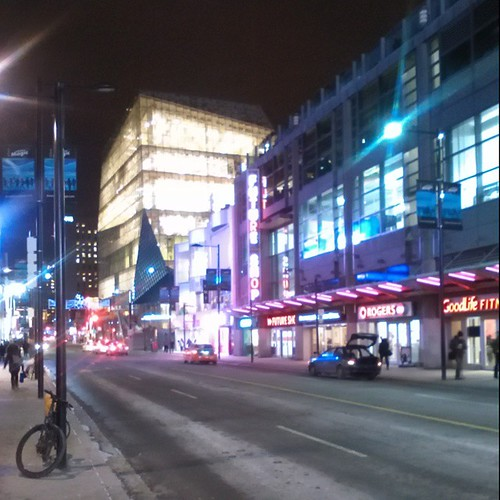 Looking up Yonge at the new Ryerson centre #toronto #yongeanddundas #ryersonuniversity #architecture #yongestreet