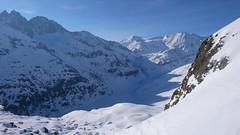 Widok z przełęczy Col des Roux 2804m na jezioro Lac des Dix  i szczyt  Pigne d Arola 3796m