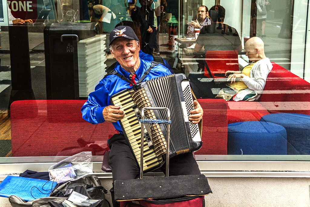 Accordionist busking at 16th and Walnut on 5-23-16--Center City