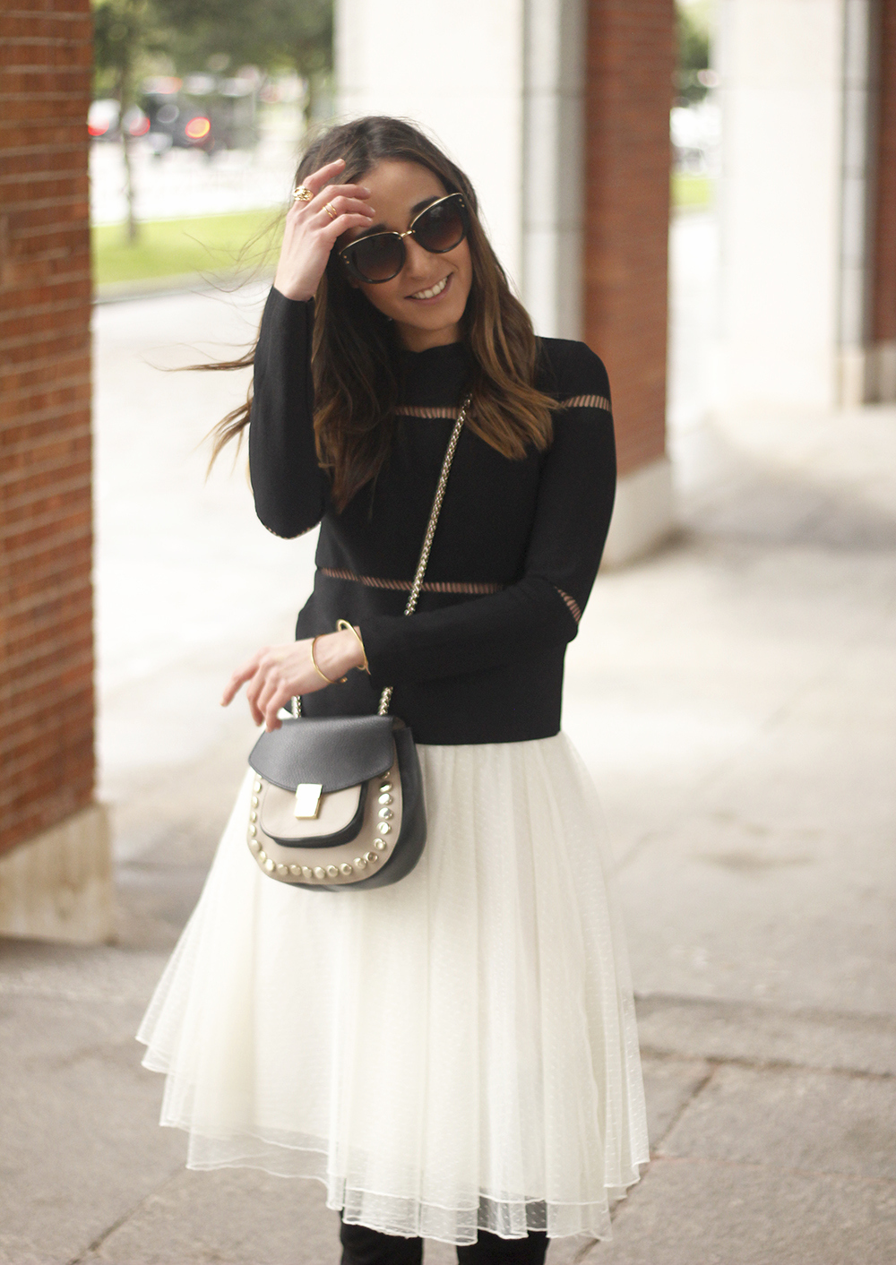 Tulle white skirt over the knee boots black sweater spring rainy day uterqüe bag fashion outfit15