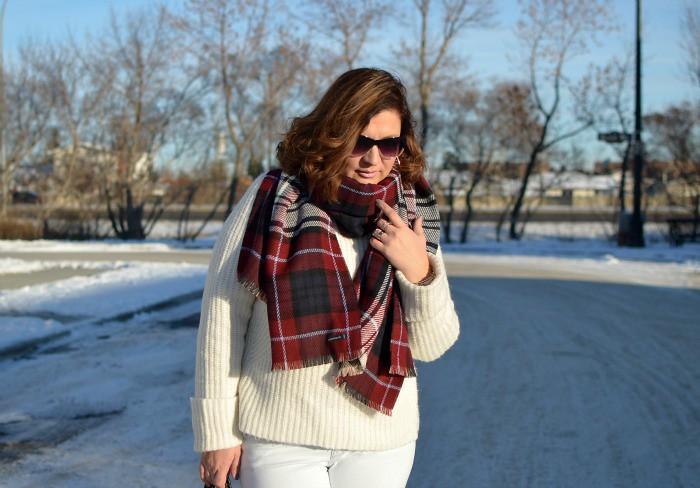 Fabulous-30s-winter-white-outit-white-jeans-curvy-fashion-blogger-plus-size
