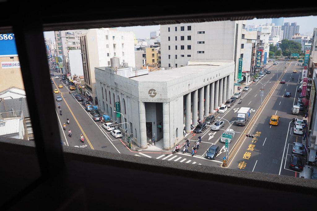 台南 林百貨對面的土地銀行